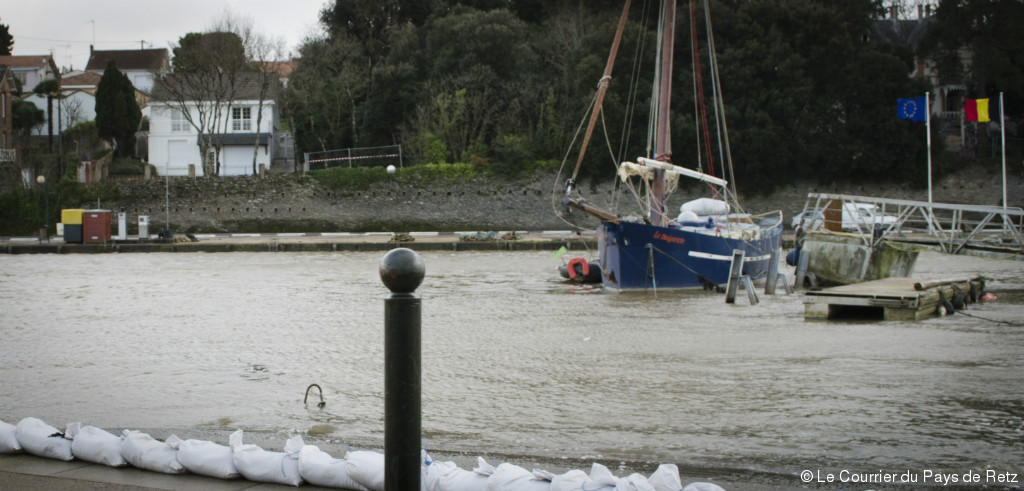 Pornic - 10/02/2016 - A Pornic, on se prot�ge des inondations (comme on peut)